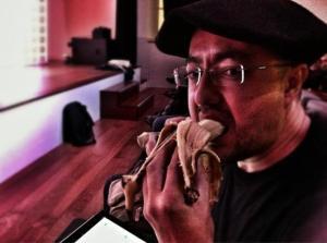 @emulenews comiendo un plátano funcional y radioactivo