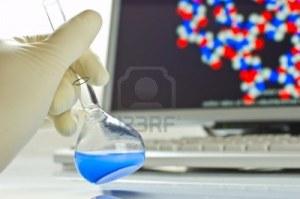 3805359-la-tecnologia-y-la-investigacion-cientifica-quimica-frasco-y-una-computadora