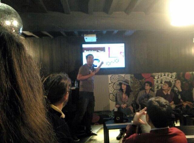 Durante la charla en Santiago de Compostela