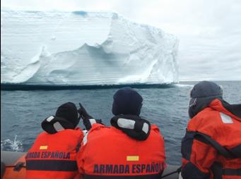 Imagen 10. Avistamiento de un Iceberg desde la embarcación.