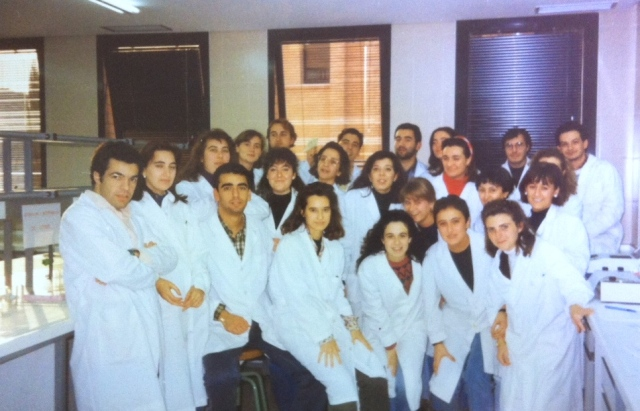 Año 1993. En 5º curso con mis compañeros de la especialidad de Bioquímica.