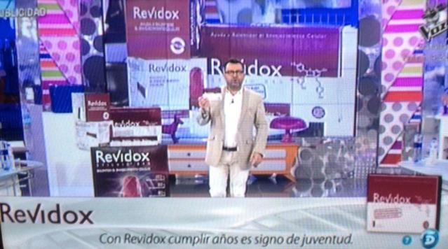 Jorge Javier Vázquez publicitando Revidox