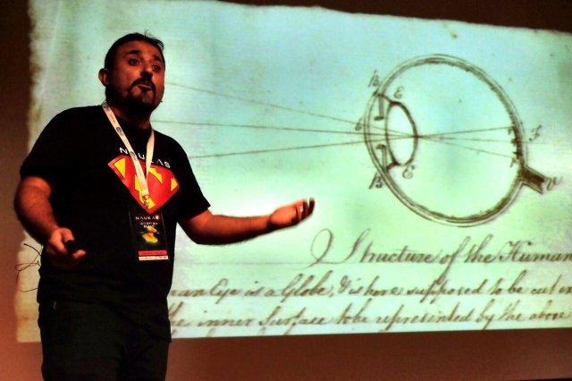 Dibujo20161116-author-3-naukas-book-ojo-desnudo-antonio-martinez-ron-critica.jpg